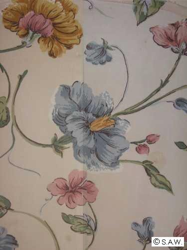 Matching Floral Print At The Seam With Pins Upholstery